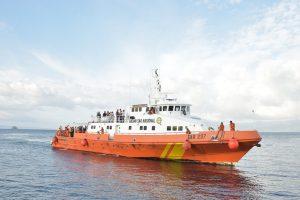 Barco de la Armada de Indonesia. Traslado de Ternate a Tidore