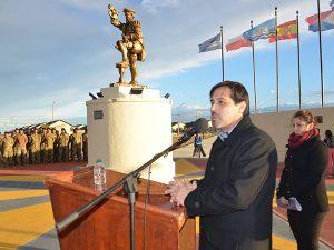 Inauguración de plaza y monumento en honor a Magallanes, en Puerto de Santa Cruz
