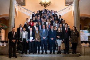 Foto de grupo en el Ayuntamiento de Sevilla